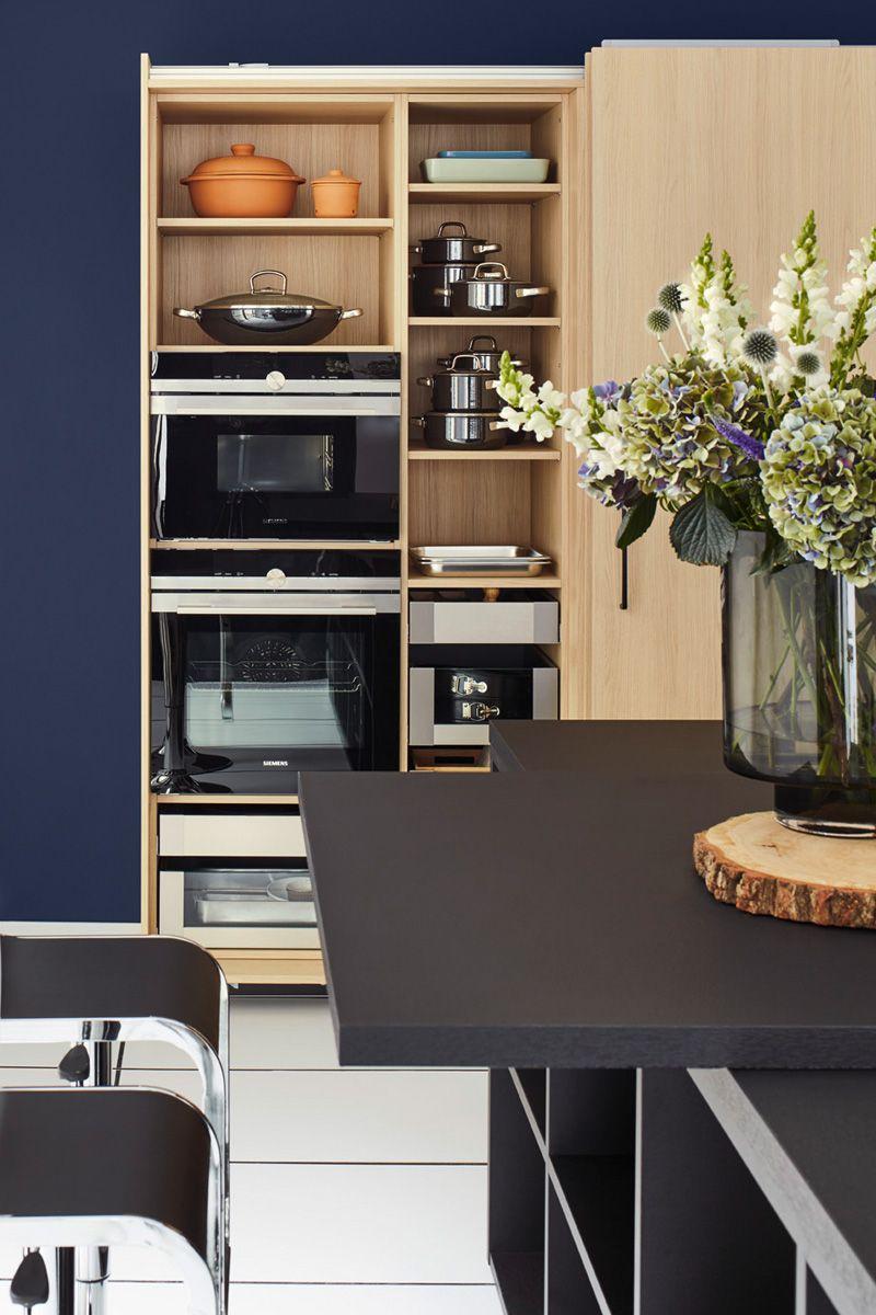 Wood effect & Black Top 1496 Kitchen Design