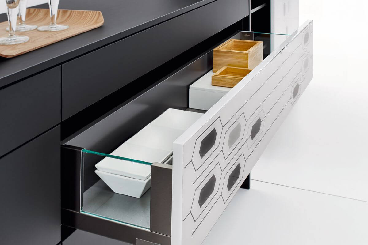 Drawers with side glass panels Black & White Kitchen Design