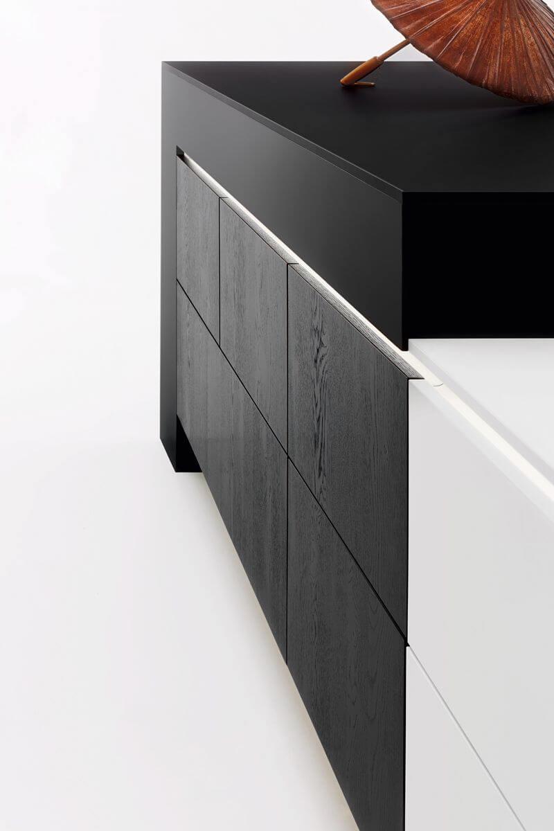 4902 Black & White Kitchen Design