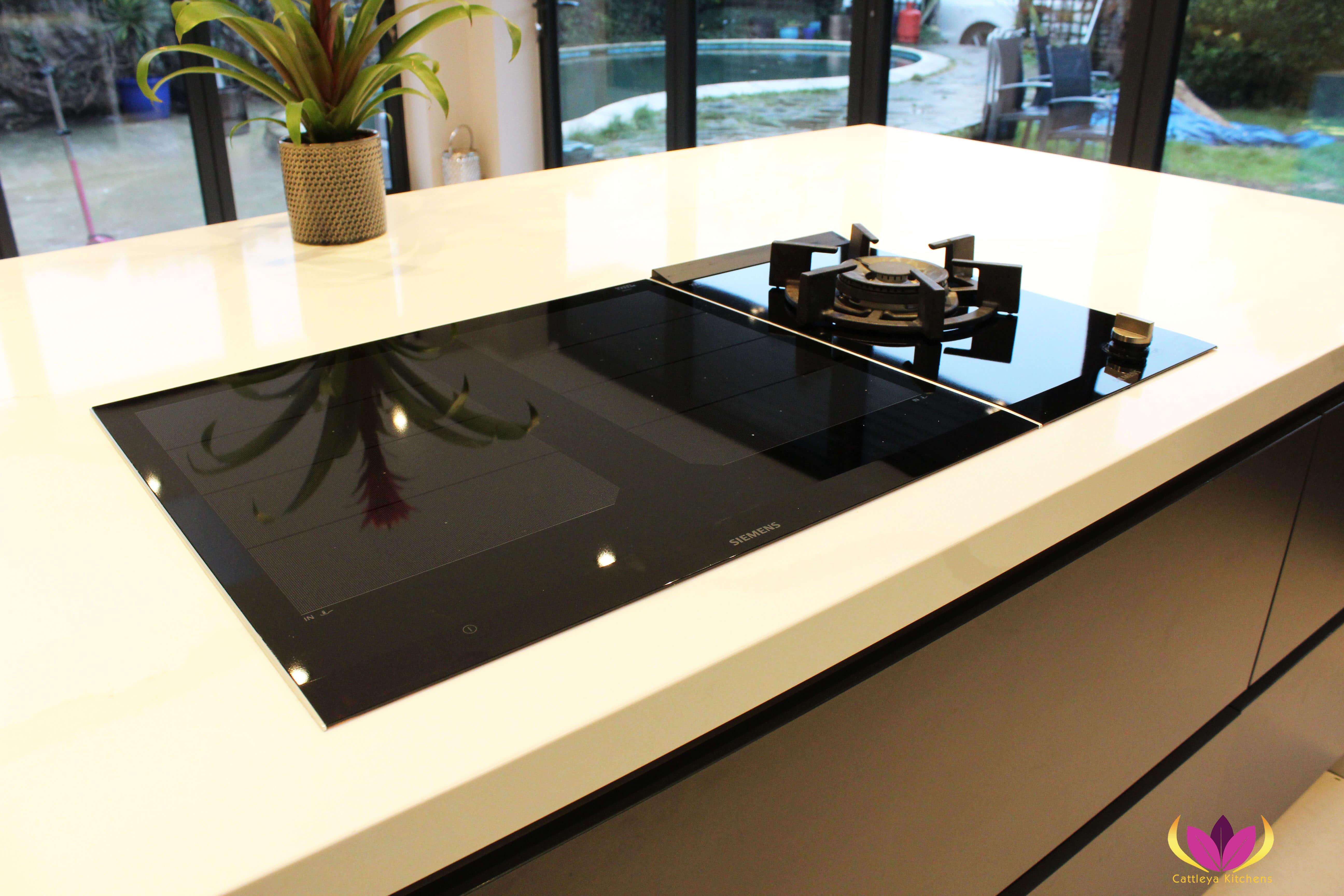 Siemens induction hob & gas hob - Twickenham Finished Kitchen Project