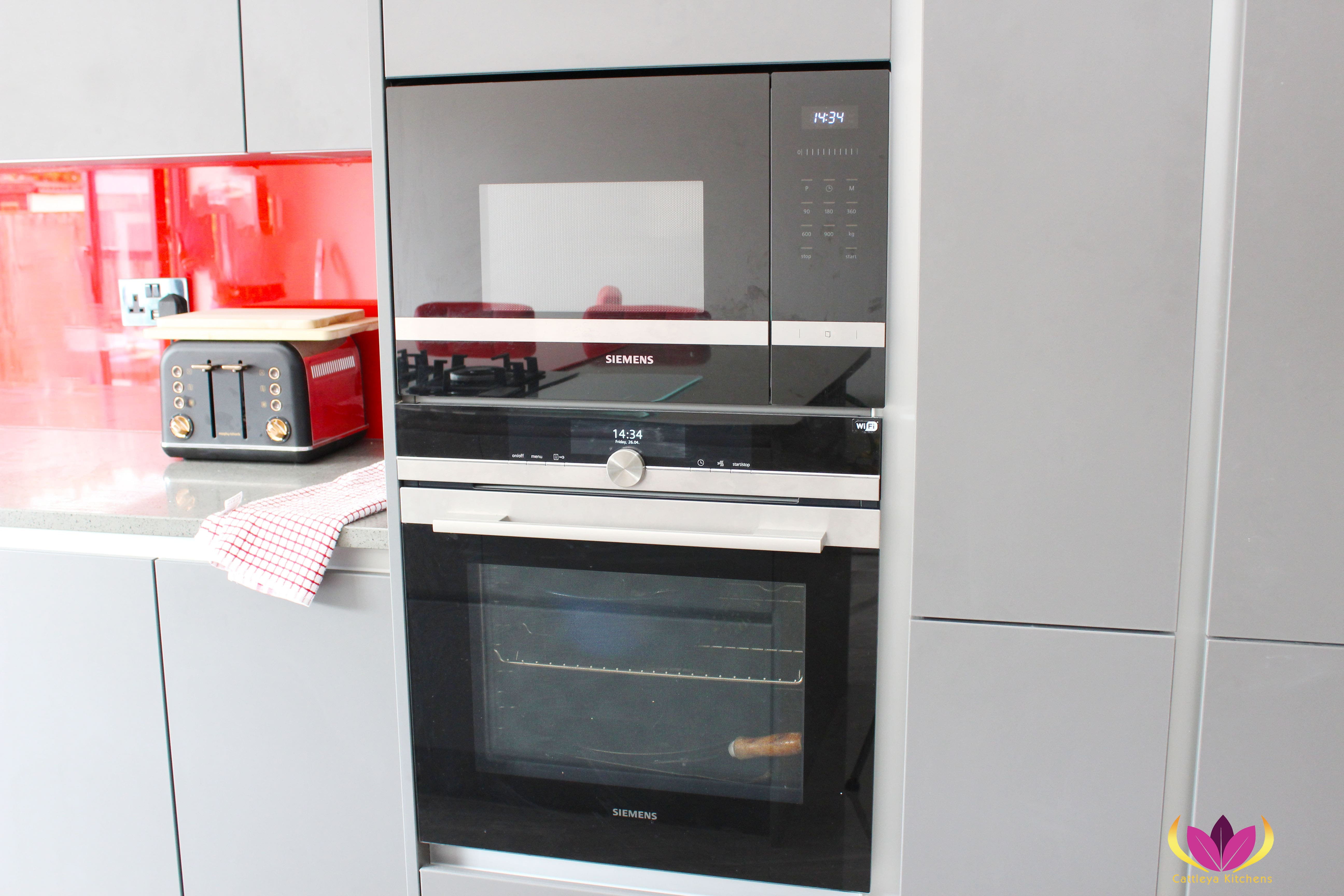 Siemens Over Gray & Gloss Red Perivale Finished Kitchen Project