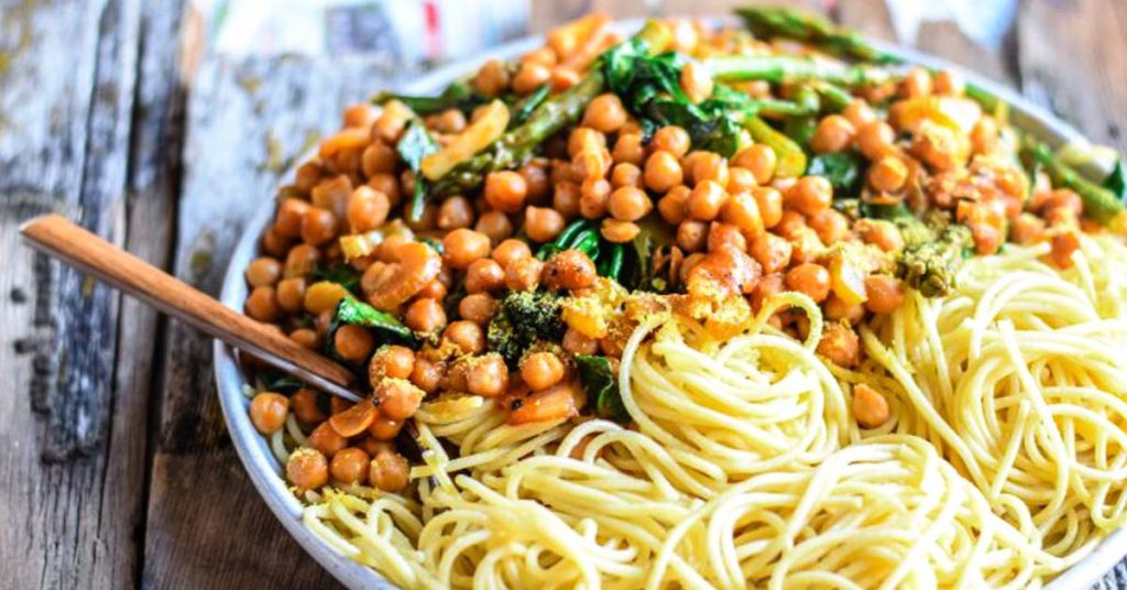 Spicy Vegetables and Chickpea Pasta